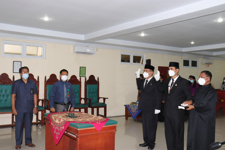 Ketua Pengadilan Lubuk Pakam Rosihan Juhriah Rangkuti, S.H., M.H., melakukan Pengambilan Sumpah Jabatan dan Pelantikan terhadap Panitera muda Hukum dan Pidana
